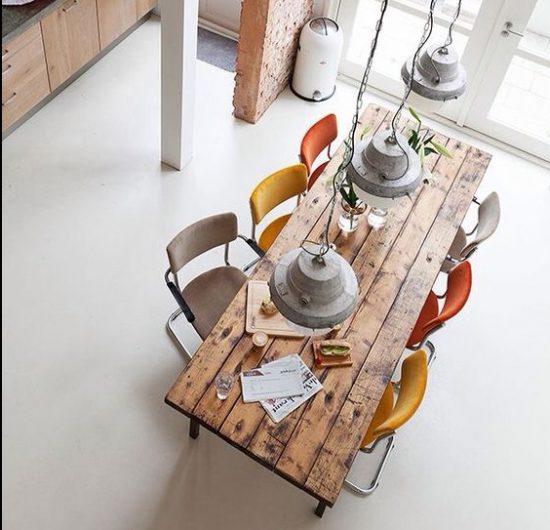שולחן אוכל מעץ ממוחזר